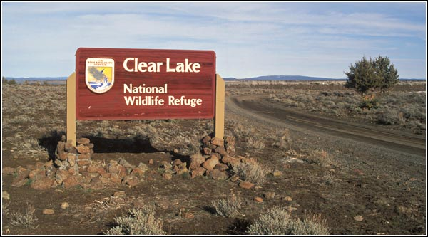 southern boundary sign to clear lake national wildlife refuge, modoc county california, tulelake california.  photo by anders tomlinson