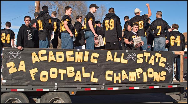 lost river state football champion parade through merrill and Malin Oregon.  photo by anders tomlinson.