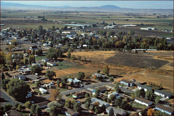 malin oregon seen from the air looking southwest into the tulelake basin.  photo by anders tomlinson