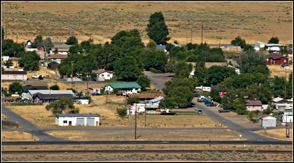 newell street scene fro atop the Peninsula - Castle Rock.  photo by anders tomlinson