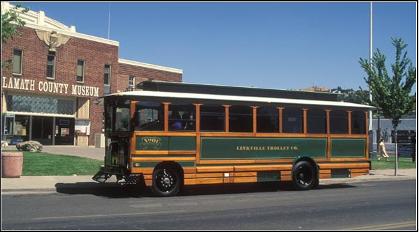 linkville trolley outside klamath county museum, klamath falls, or.  photo by anders tomlinson