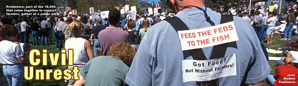 Protesters gather May 7, 2001 in Klamath Falls. Oregon park to voice support for farmers and neighbors. Photo by Anders Tomlinson.