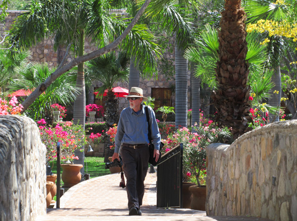 Anders Tomlinson walking through Hacienda de los Santos in Álamos, Sonora, México, March 2017. Photo by Antonio Figueroa.