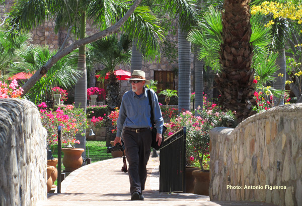 Anders Tomlinson walking the grounds of Hacienda de los Santos. March 2017. Photo by Antonio Figueroa.