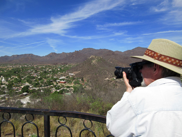Anders Tomlinson taking photos in Álamos, Sonora, 2017 from the Mirador looking northwest. Photo by Antonio Figueroa.