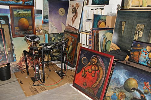 anders tomlinson paint studio, drum corner wirh paintings.